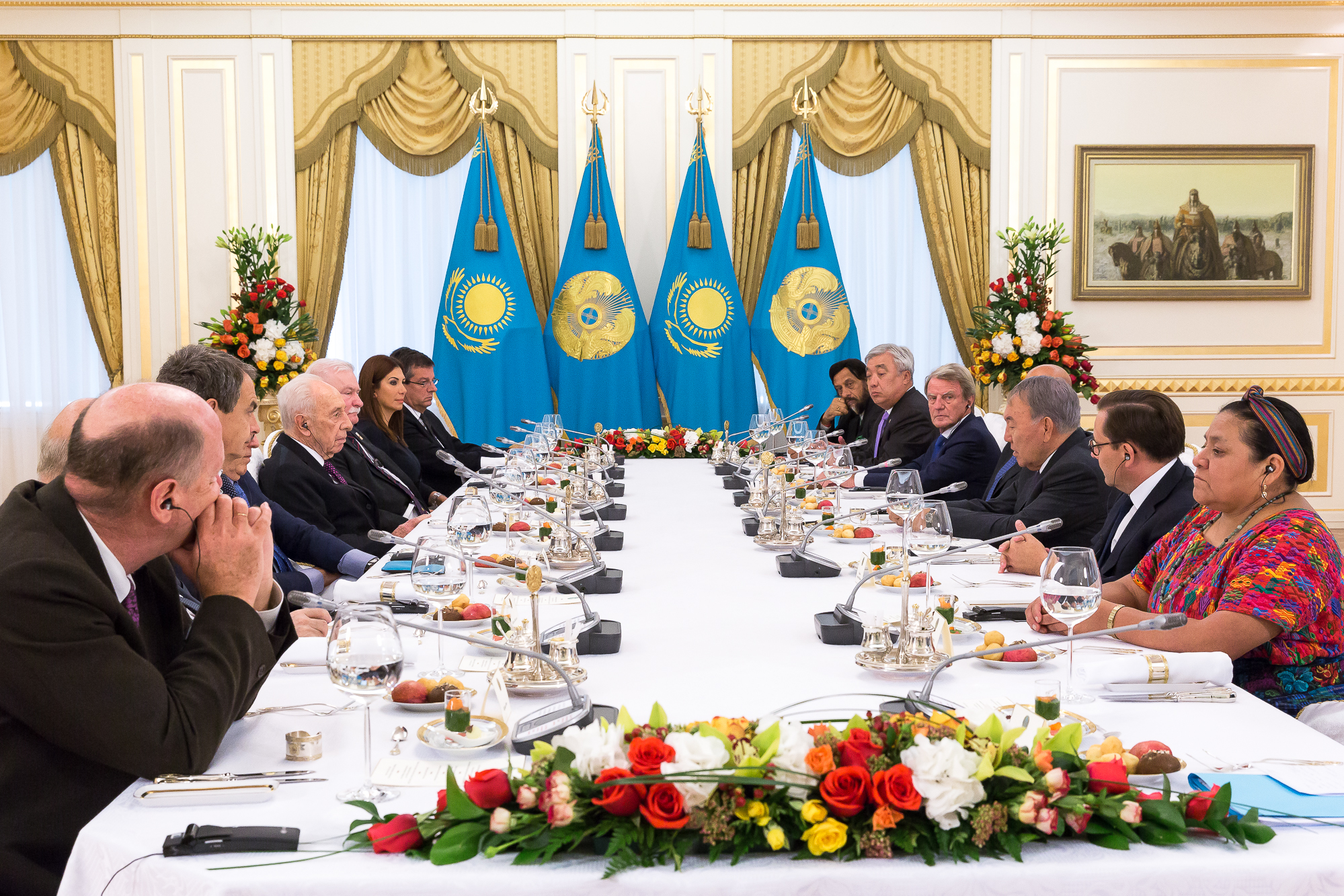 4-Lunch-with-the-President-N.-Nazarbayev-former-Presidents-and-Nobel-Peace-Laureats.